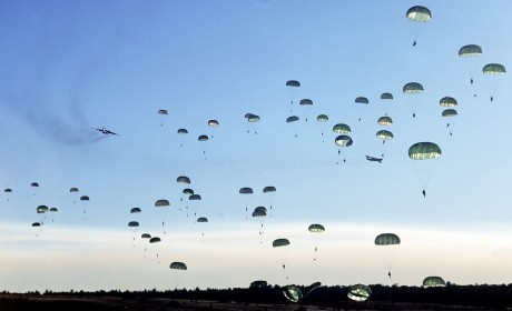 82nd_airborne_float_to_the_ground